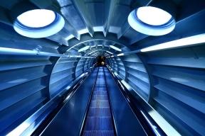 escalera mecánica en el interior del Atomium